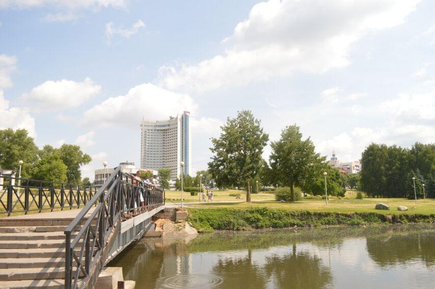 Вид с реки Свислочь на место игры