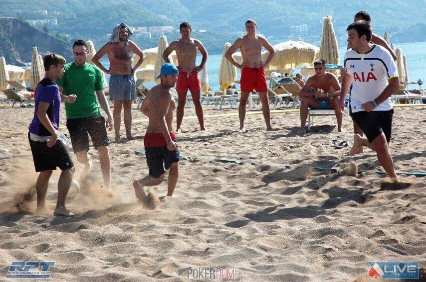Пляжный футбол на пляже отеля Splendid