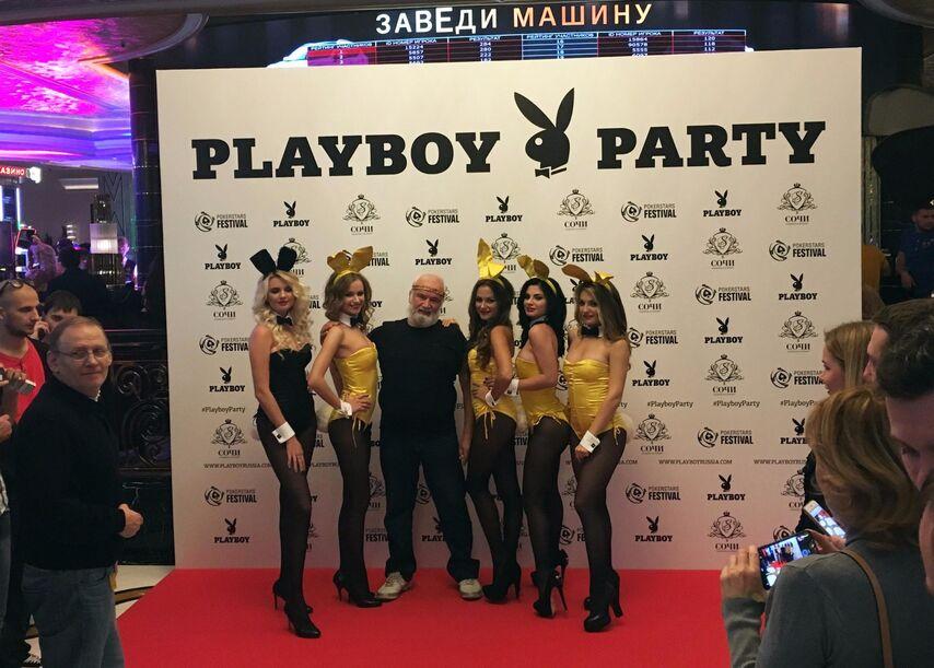 С девушками Playboy мог сфотографироваться любой желающий