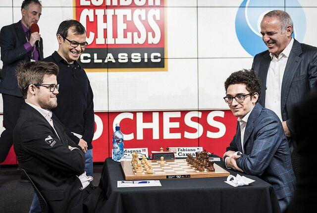 Гарри Каспаров и Демис Хассабис открывают первый тур London Chess Classic в лондонском офисе Google. Белые фигуры – у чемпиона мира Магнуса Карлсена, напротив него второй шахматист мира Фабиано Каруана