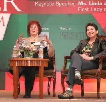 Члены Зала славы покера Линда Джонсон и Джен Фишер