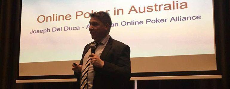 Джозеф Дель Дука за работой по спасению онлайна в Австралии