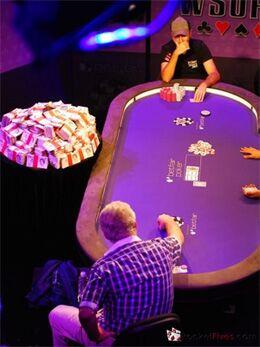 Даниэль Негреану и Барри Шульман в финале WSOPE 2009