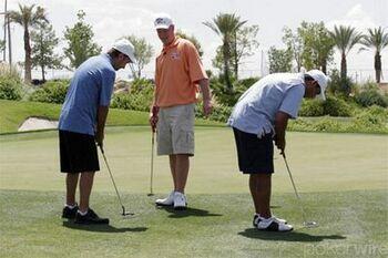 Айви, Линдгрен и Негреану играю в гольф на щелбаны