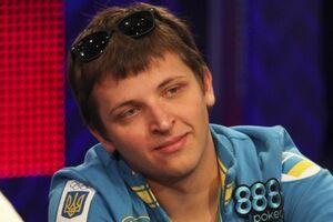 Антон Макиевский с наклейкой 888